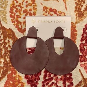 Kendra Scott Diane drop earrings in Maroon